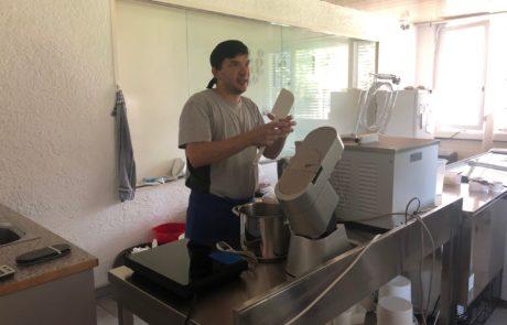 Geschäftsausflug mit klasse Glace! Die Akademie der Naturwissenschaften Schweiz (SCNAT) zu Besuch in Balu's Manufaktur